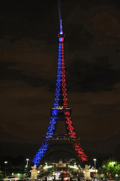 La tour eiffel au couleur du psg blog de lechtiparisiendu59 - Couleur de la tour eiffel ...